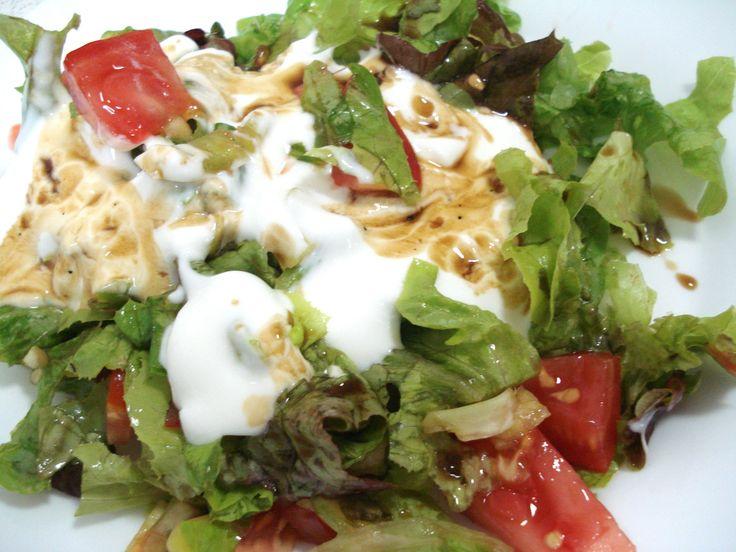 Pripravte si skvelý obed - Grilované kuracie prsia so šalátom a dresing z jogurtu a balzmikového octu ... www.vinopredaj.sk ...  #grilovanie #bbq #barbecue #salat #salad #obed #dinner #food #goodfood #jedlo #dobrejedlo #yummy #balsamico #dresing #jogurt #fresh #cerstve #inmedio #deli #delishop #wineshop #winebar #bratislava #slovensko #slovakia