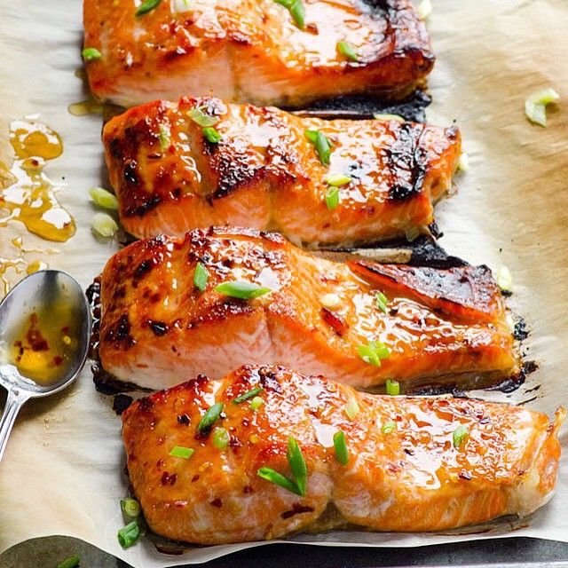 Clean Eating Baked Thai Salmon •••• Made by @ifoodreal Follow @ifoodreal •••• . Ingredients 6 x 6 oz sockeye salmon fillets, skin on or off Pinch of salt 1/2 cup + 2 tbsp Thai sweet chili sauce, divided 2 - 3 tbsp green onions, chopped Cooking spray (Misto) ••••• Directions In a large baking dish, lay down salmon fillets in a row. Each fillet - sprinkle with a pinch of salt and top with 1 tbsp Thai sweet chili sauce. Brush or rub with your fingers to coat fish with sauce evenly on top…