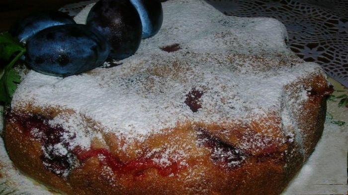 Сливовый пирог на скорую руку | Новость | Всеукраинская ассоциация пенсионеров