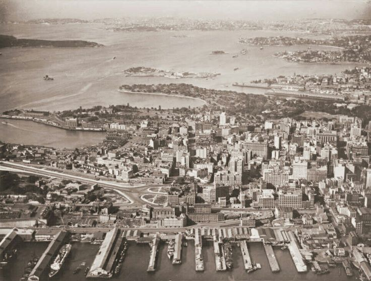 Aerial view of the Central Business District of City of Sydney in 1935. •National Library of Australia• Looking east from above Darling Harbour