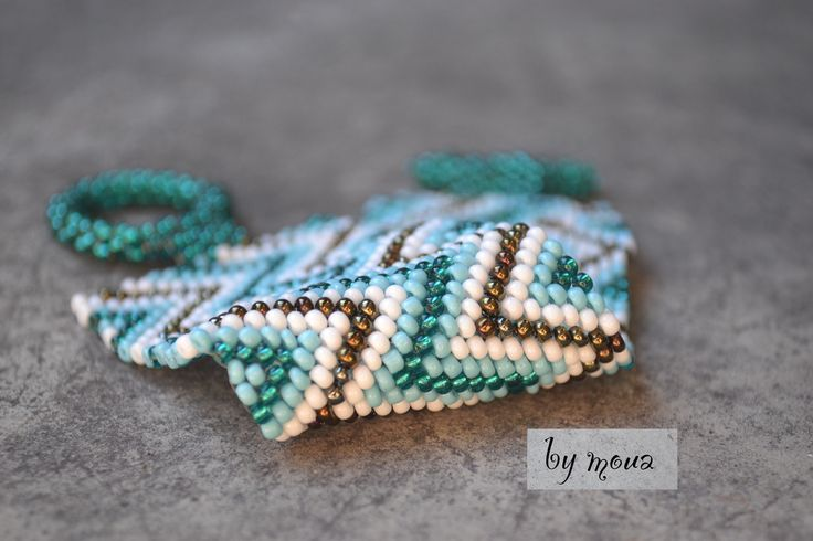 bracelet manchette en perles de rocaille tissées : Bracelet par by-moua