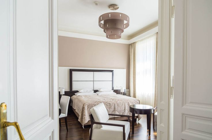 Travelers love the fresh Continental breakfast and modern, stylish rooms at this elegant Victorian-era apartment in the center of Vienna.