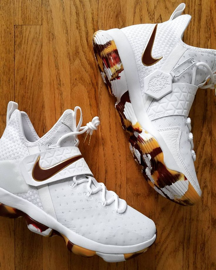 "2,286 Me gusta, 30 comentarios - Sole Therapy (@soletherapyrn) en Instagram: ""LeBron 14 Playoff PEs that were never officially released in retailers. Peep the outsole. I think…"""