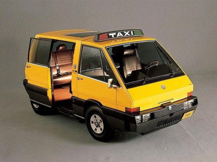 976 #AlfaRomeo présente le New York #Taxi réalisé par le designer Giorgetto Giugiaro. Invité par le #MOMA a réinventer les transports urbains.