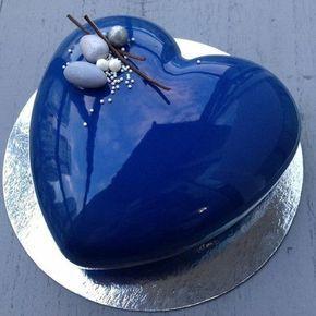 glacage miroir sur un gateu bleu coeur