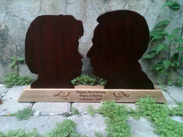 Ahappy anniversary plaque