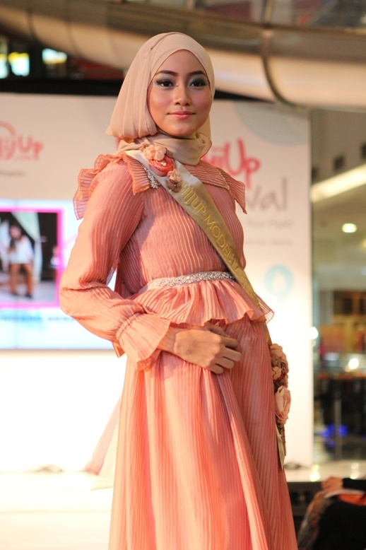 Finalist Grand Final HijUp Model Look 2013 : Ungaro Acsa (Ria Miranda's Collection)