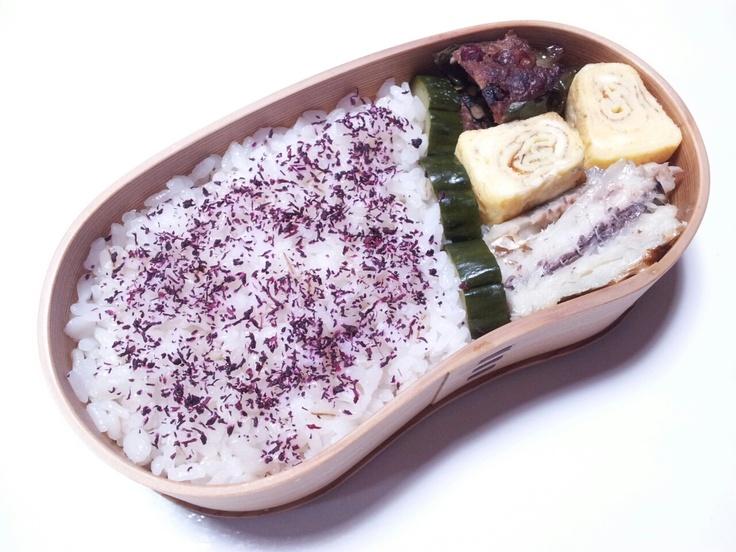 2012年10月24日(水) ピーマン肉詰め,玉子焼き,太刀魚塩焼き,きゅうり糠漬け,ゆかり掛けご飯