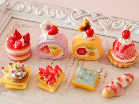 スイーツデパーツ ロールケーキ、アイシングクッキー、クレープ2種、エクレア、苺ミニケーキ 8個入り _H035