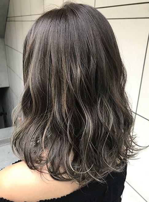 グレージュ ハイライト 髪型ミディアム オルチャン ヘアスタイル