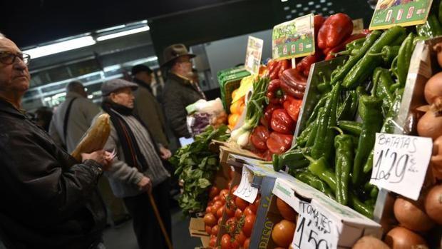 El nuevo estudio publicado en el «Journal of the American College of Nutrition» ha descubierto que se puede perder el doble de peso siguiendo una alimentación convencional simplemente sustituyendo la carne por verdura