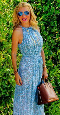 Η Ελένη Μενεγάκη με τα κολιέ της Galaxy collection!