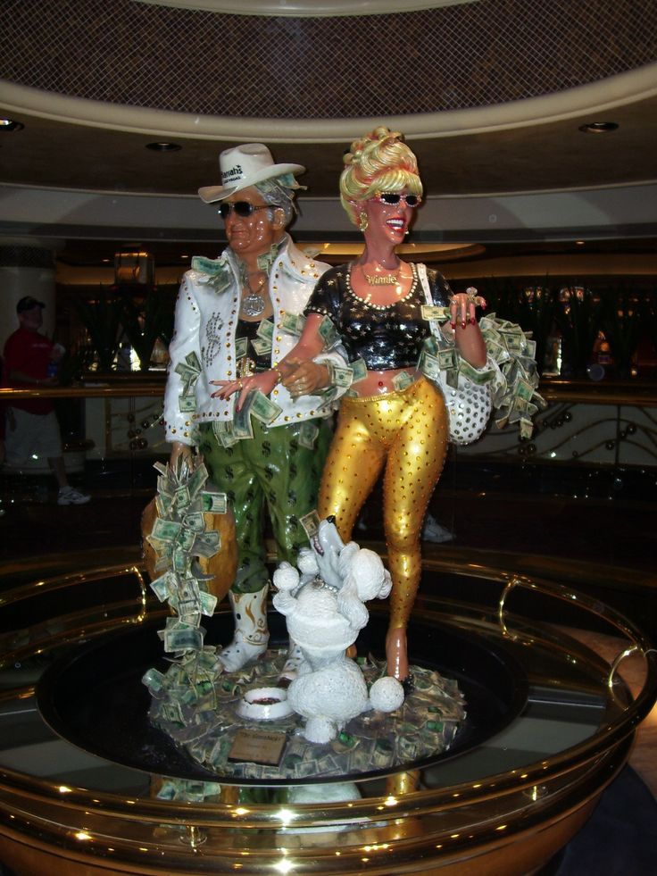Sculpture in Harrah's, Las Vegas - Learn all about My First Hacked Travel Trip (to Las Vegas) and how I saved $1,023.88 http://travelnerdnici.com/first-hacked-travel-trip-las-vegas/ - Explore the World with Travel Nerd Nici, one Country at a Time. http://TravelNerdNici.com