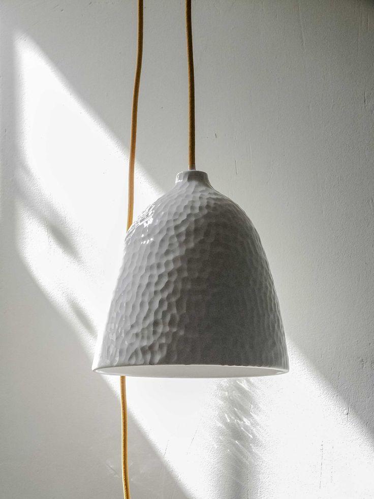 #lámpara #iluminación #diseño hecha en loza esmaltada y  texturas.