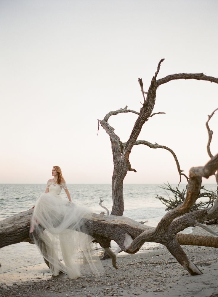 Photography: Almond Leaf Studios - almondleafstudios.com   Read More on SMP: http://www.stylemepretty.com/2016/08/08/seaside-weddings-ultimate-inspiration/