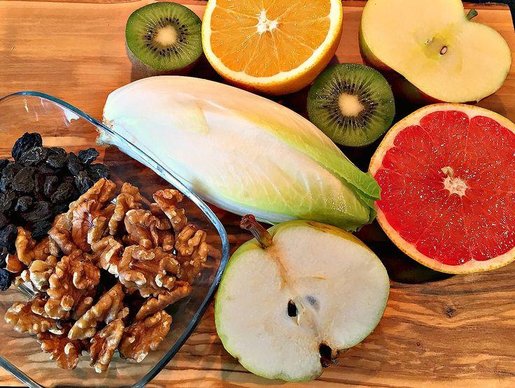 Dieser Salat hat eine lange Tradition in unserer Familie. Eigentlich ist er voller Früchte und somit hat er auch reichlich Fruchtzucker. Doch aufgrund der ebenfalls enthaltenen Bitterstoffe ist er eine höchst leckere Variante, seine Verdauung anzuregen, ohne dass der das Verlangen nach Süssem verstärkt.   Gerade im Winter freut sich der Körper über eine ausgewogene Extraportion natürlicher
