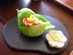 初音 Hatsune - The first song of Japanese bush warbler | bird | wagashi