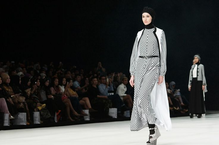 Black and white stripes gamis Hannie Hananto for The Executive-Indonesia Fashion Week 2014