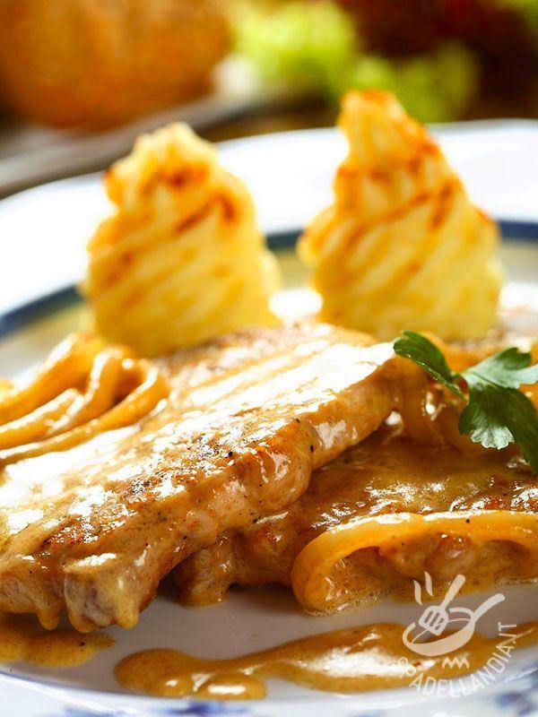 Slices of veal with brandy and saffron - Le Fettine di vitello al brandy e zafferano sono un'idea per preparare delle succulente scaloppine con un tocco di originalità. #vitelloalbrandy
