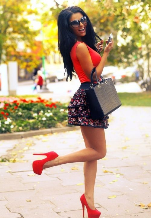 spring summer outfit floral skirt red top and heels