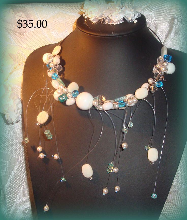 collier  blanc bleu