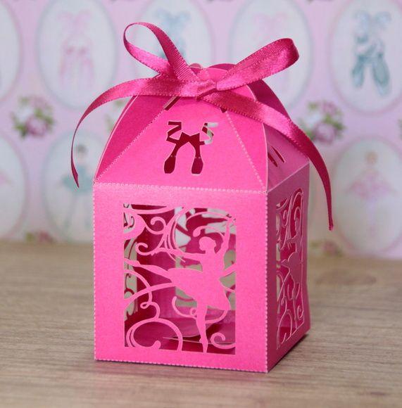 PEDIDO MINIMO DE 30 UNIDADES Ideal para pequenos bolos, amêndoas, chocolates, castanhas, trufas, confetes, jujubas, doces ou balas sortidas e o que sua criatividade mandar. Tamanho: 6x6 cm a parte quadrada, altura total 9 cm. Caixinha de papel gramatura alta, em papel metalizado na cor r...