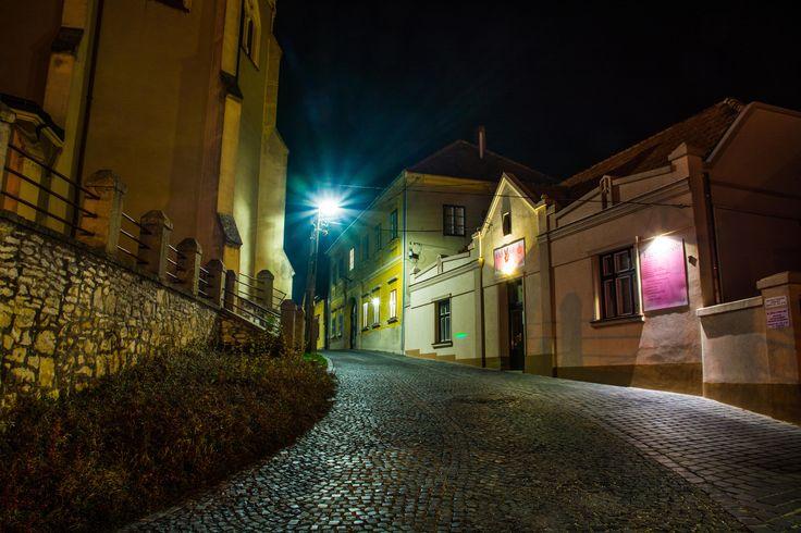 Skobrák András Egy őszi estén a belvárosban (Mór)  Több kép Andrástól: https://www.flickr.com/photos/106287128@N03/