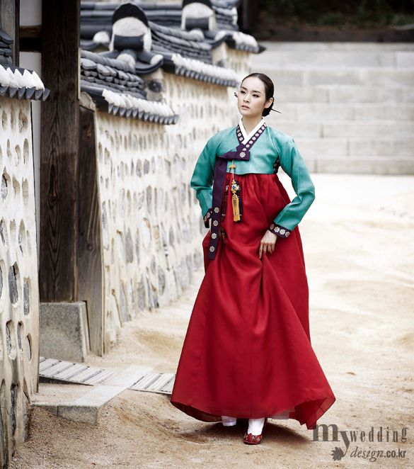Hanbok, Korean Traditional Dress See more at: http://pinterest.com/sabrinasokcho/korea-hanbok/