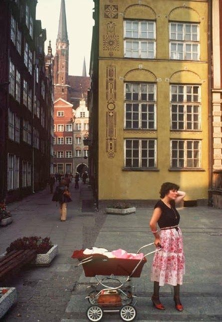 vintage everyday: More of Amazing Color Pictures of Daily Life in Poland in 1981
