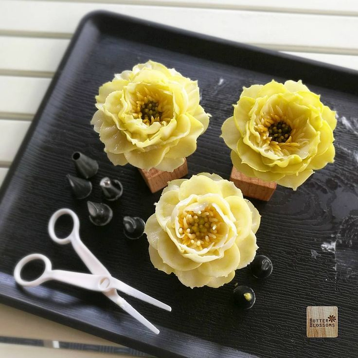 "Try to pipe ""Lotus"" Practice🤔🤔🤔 Butter cream flower art. For info/ jivi5096@hotmail.com #butter #butterblossom #butterblossoms #onlineclass #flowers #flowercake #flowercakeclass #pipingclass #cake #cakes #cakeinspiration #cakeflowers #bakery #white #whiteflower #wreath #wreathcake #formom #mother #motherday #forbosswomen #forgirl #happybirthday #nature #love #thailand #bangkok #wreath #wreathcake #howtoperfect"