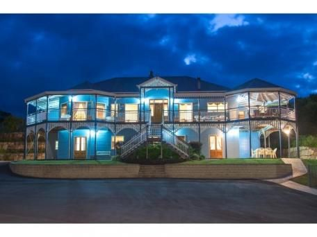 This distinctive property was built by a multi award winning Queensland builder, Garth Chapman. Featured in a home magazine, this property is certainly a Mt Samson icon.
