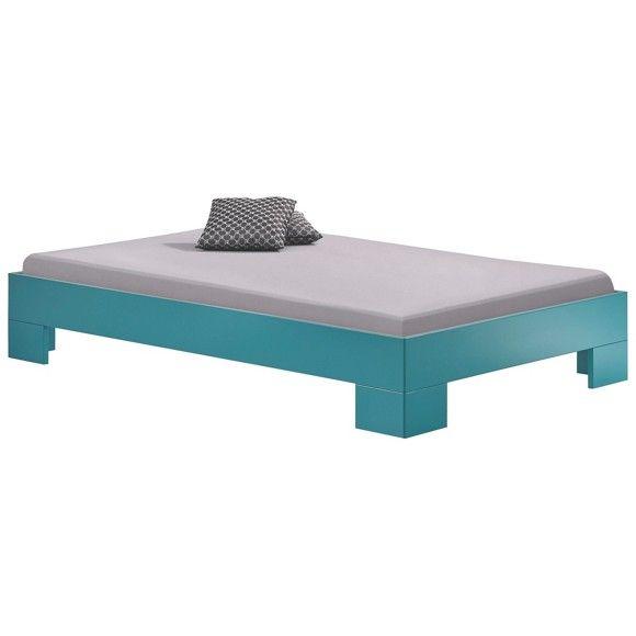 In diesem <b>Bett </b>verbringen Sie erholsame Nächte. Das Möbel aus einer hochwertigen Flachpressplatte bietet großzügig Platz für Ihre Matratze. Dabei beträgt die Liegefläche ca. <b>120 x 200 cm</b> (B x L). Hier genießen Sie einen schönen Roman oder lassen Ihre Gedanken einfach schweifen und gleiten in sanften und erholsamen Schlaf. Dank kräftigem <b>Türkis </b>kombinieren Sie das Bett darüber hinaus perfekt mit Ihrem Kleiderschrank oder Nachtkästchen. Besonders chic ist hierbei die…