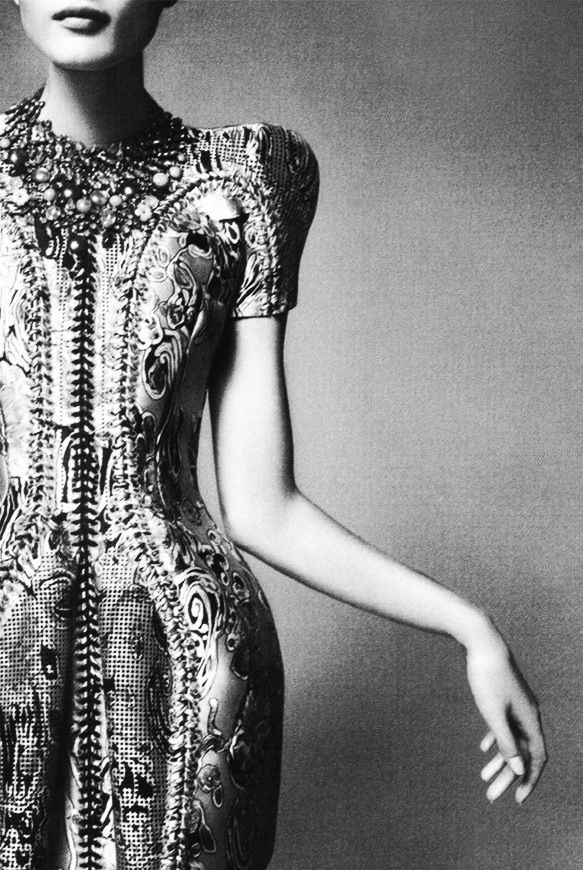 http://anniecanale.tumblr.com/ https://twitter.com/AnnieCanales1 #Balenciaga - Black and White