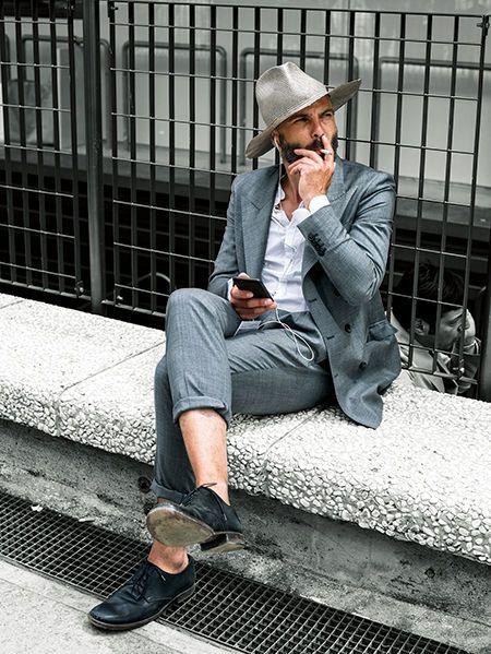 カラーリングに統一感があればスーツとハットがマッチする | メンズファッションの決定版 | MEN'S CLUB(メンズクラブ)