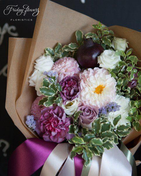 Gorgeous autumn gift bouquet with pink dahlias and pomegranate.  Роскошный букет из свежих цветов c розовыми далиями (георгины) и гранатом.