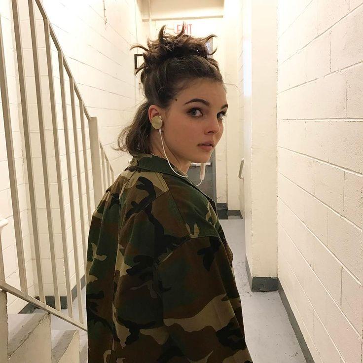 "2,715 Me gusta, 54 comentarios - Camren Bicondova (@camrenbicondova) en Instagram: ""I'm sorry, what did you say? I couldn't hear you through my bomb earphones."""
