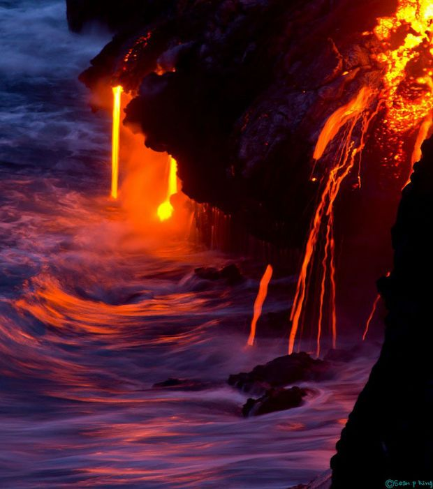 La roche en fusion d'un volcan hawaïen en activité