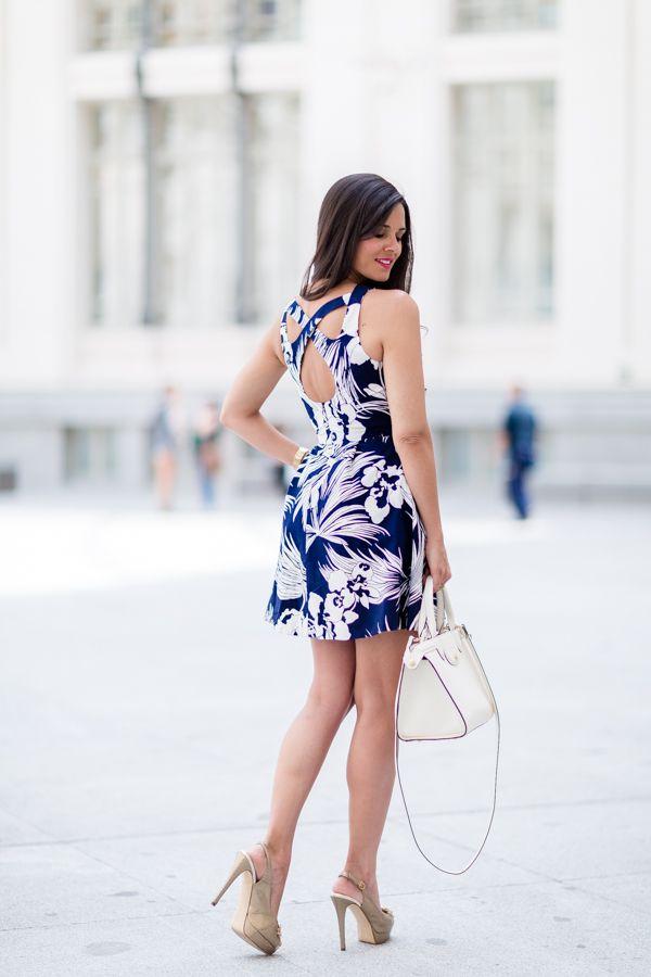 Crimenes de la Moda con vestido estampado - azul navy y blanco - Hannibal Laguna desfile novias Palacio de Cibeles Madrid Crimenes de la Moda - alquiler vestidos cortosCrimenes de la Moda