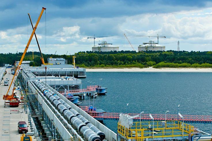 Platforma technologiczna to część kompleksu składającego się na terminal LNG. #polskielng #terminal #build #gas #energy #lng #technology #poland #swinoujscie