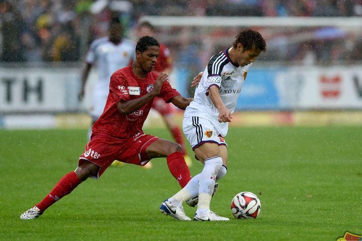 21.09.2014; Winterthur; Fussball Schweizer Cup - FC Winterthur - FC Basel; Yoichiro Kakitani (Basel) gegen Paulo Menezes (Winterthur) (Valeriano Di Domenico/freshfocus)