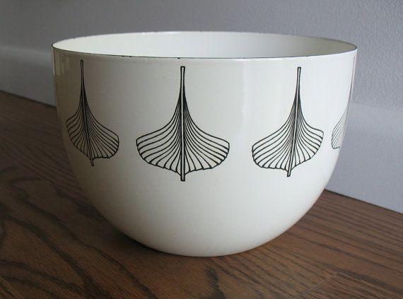 Arabia Enamel Bowl Kaj Franck Enamel Bowl Viking Ship Finel Finland - not available anymore but I love this pattern!
