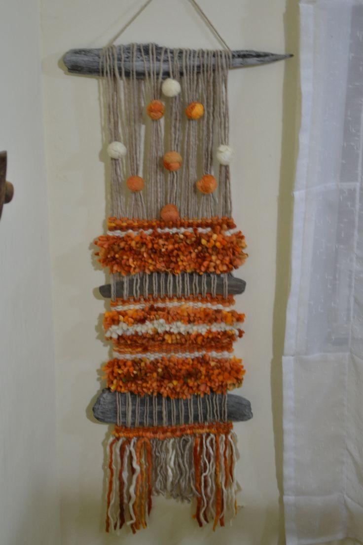 Telar hecho con lana de oveja Magallanica y palos...