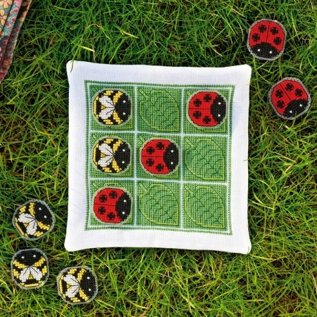 Ladybug checkers!: Tic Tac Toe, A Bug'S Life, Gift Ideas, Needle Crafts, Cross Stitch Patterns, Cross Stitches, Craft Ideas