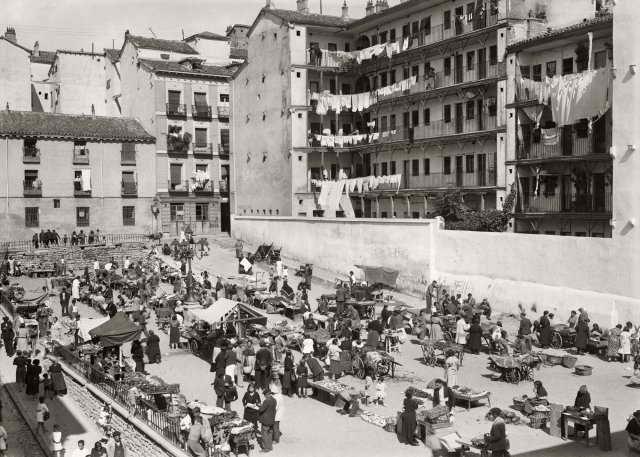 Mercadillo de la corrala Mesón de Paredes, 1935 - Santos Yubero