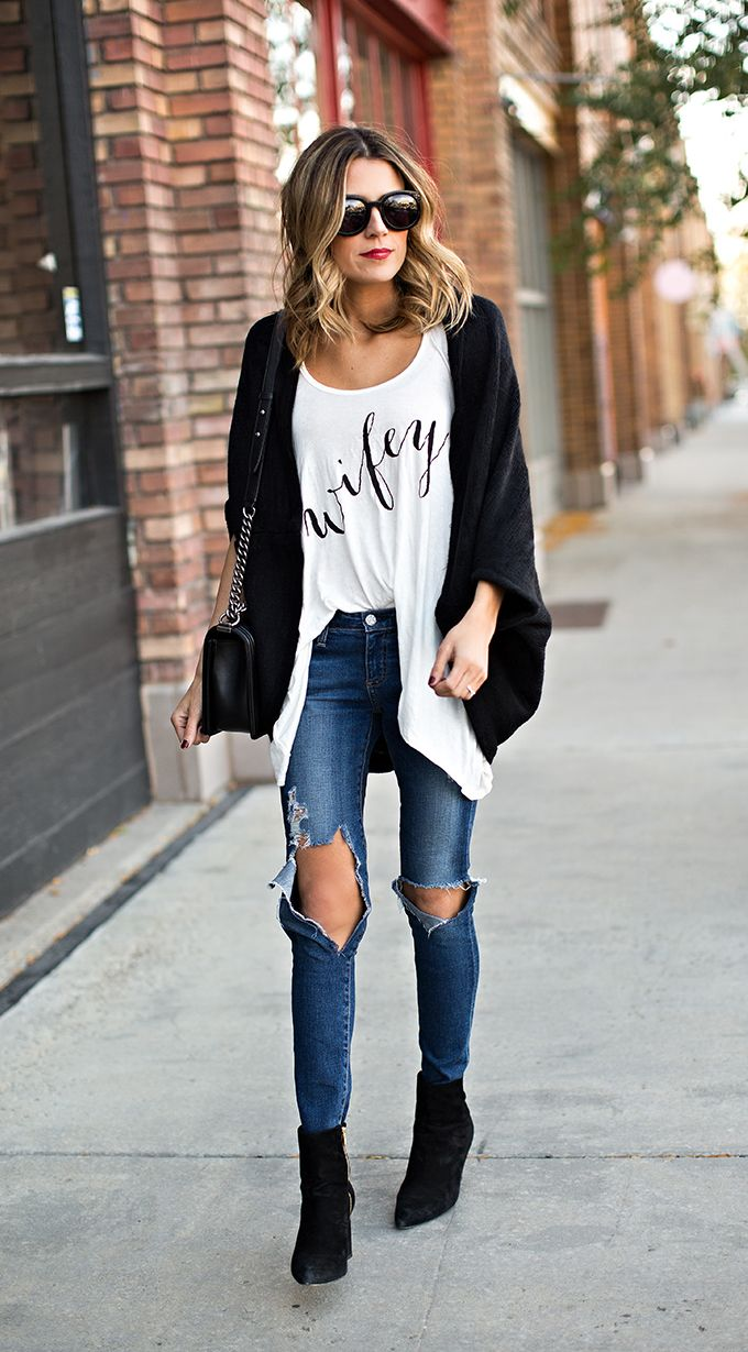 Ripped jeans, oversize cardigan and ankle boots