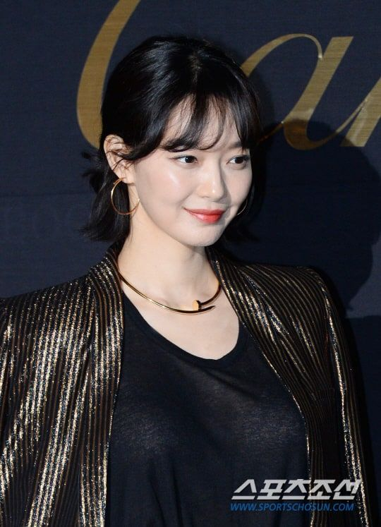 신민아 '황금빛 보조개'2017051101000913600063751.jpg (540×747)