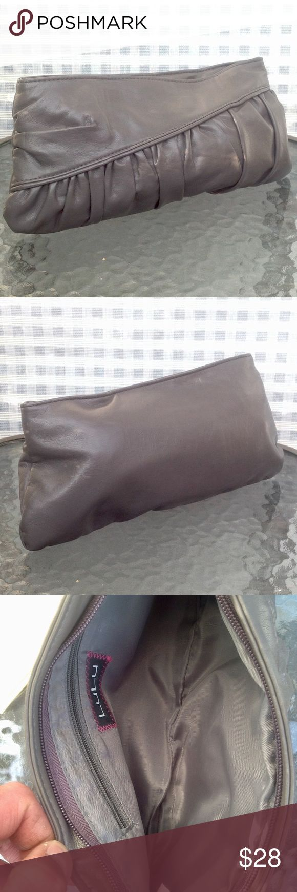 🎀STUNNING GREY CLUTCH IN EUC BY LULU🎀 🎀STUNNING GREY CLUTCH IN EXCELLENT NEW CONDITION BY LULU🎀 Lulu Bags Clutches & Wristlets