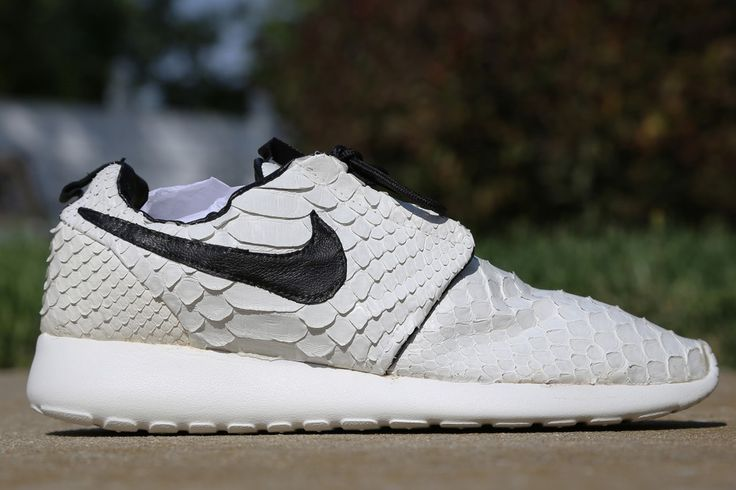 92e759575bb9 python leather roshe runs