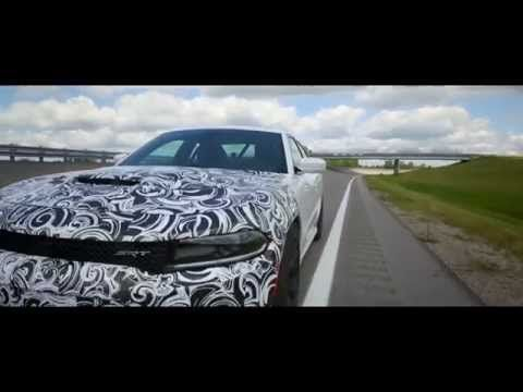 Videó: Dodge Charger Hellcat Hits 204+ mph! - OnAllCylinders