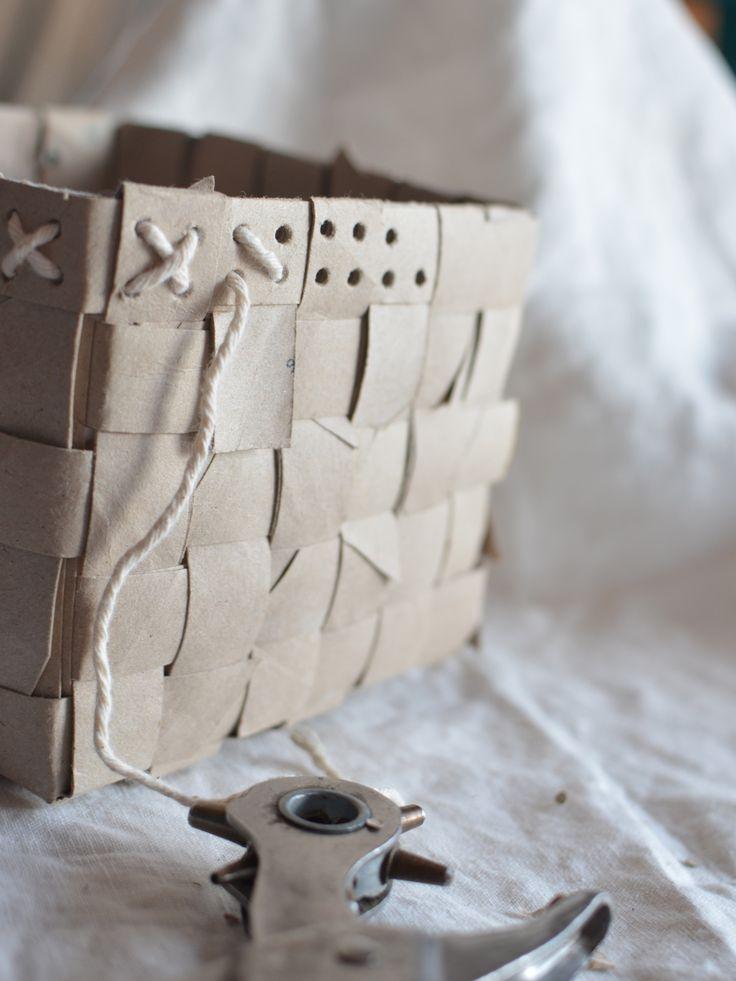 Kruka flätad av återbrukade toalettrullar ~ Diagnos:Kreativ